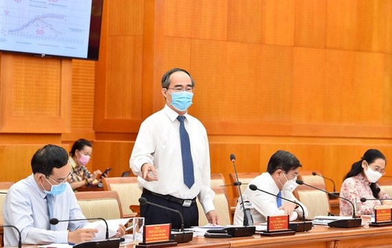 Secretary of HCMC Party Committee Nguyen Thien Nhan speaks the conference. (Photo: SGGP)