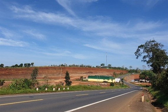 A section of Ho Chi Minh Highway running through Dak Lak province. Construction will begin on new 39km bypass around Dak Lak province's Buon Ma Thuot city on Ho Chi Minh Highway this year. (Photo: laodong.vn)