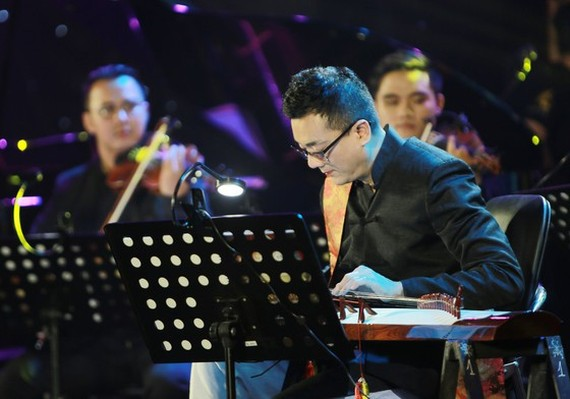 Vietnamese-French pianist and zither artist Tri Nguyen