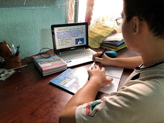 HCMC students continue to learn online, at school