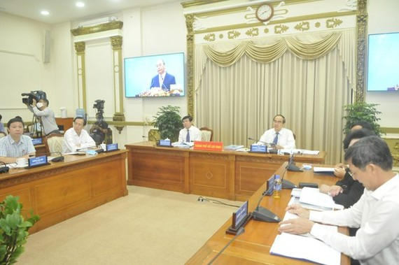 City's leaders participate in the online meeting chaired by PM Nguyen Xuan Phuc on May 9. (Photo: SGGP)