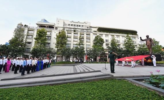 Flag raising ceremony marks President Ho Chi Minh's birth anniversary