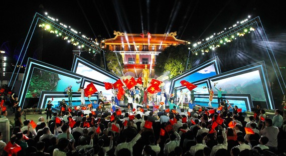 The live link-up TV program in HCMC