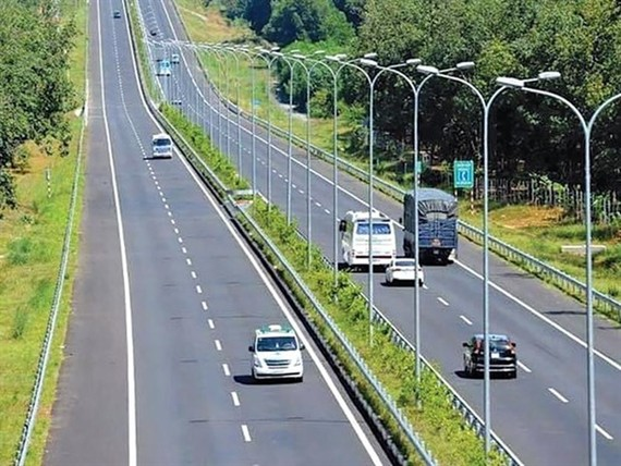 Speeding up the constructon of the Eastern North-South Expressway was important to drive economic growth (Photo: baodautu.vn)