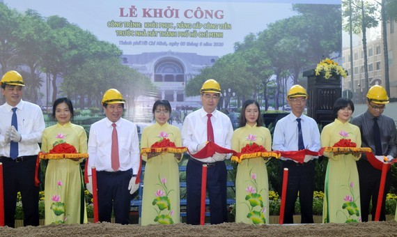 Secretary of the HCMC Party Committee Nguyen Thien Nhan, chairman of the municipal People's Committee Nguyen Thanh Phong and city's leaders attend the groundbreaking ceremony (Photo: SGGP)