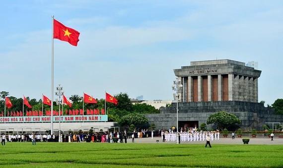 At President Ho Chi Minh Mausoleum (Photo: SGGP)