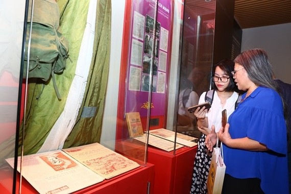 Visitors to the Vietnam Press Museum (Photo: VNA)