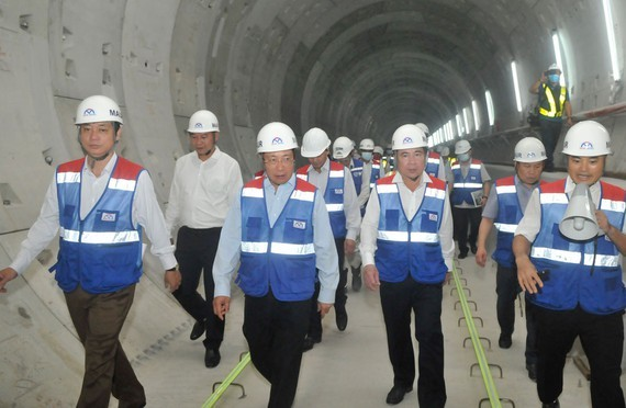 Deputy Prime Minister Pham Binh Minh makes a field trip to the construction site of HCM City's metro line No 1. (Photo: SGGP)