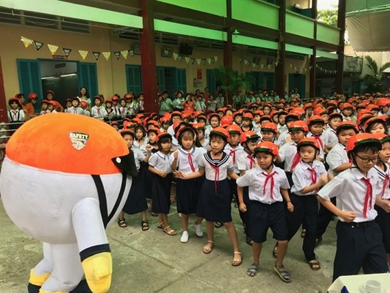 Students at Nguyen Van Thanh Primary School in HCM City's District 12. The total number of students from kindergarten to high school in the 2020-2021 academic year in the city is expected to be more than 1.74 million. (Photo: VNS/VNA)