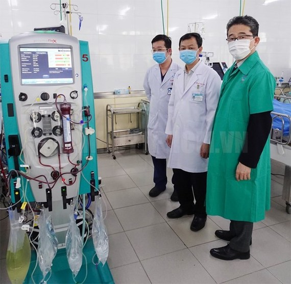 The Japan International Cooperation Agency (JICA) delivers the first batch of medical equipment for COVID-19 treatment to Cho Ray Hospital in Ho Chi Minh City. (Photo: hcmcpv.org.vn)