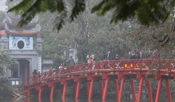 The Huc Bridge on Hoan Kiem Lake, a renowned destination in Hanoi (Photo: VNA)