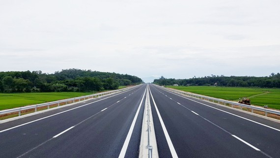 Construction on Chau Doc-Can Tho- Soc Trang expressway to start before 2030