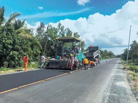 Workers speed up construction on Quan Lo - Phung Hiep National Highway (Photo courtesy of Ministry of Transport)