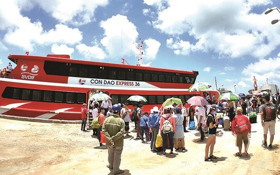 An express boat brings travelers to Con Dao island.