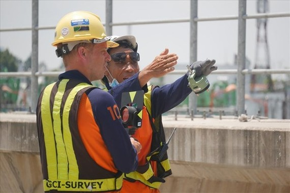 Foreign expert working at the first metro line's site