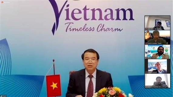 Deputy Director General of the Vietnam National Administration of Tourism Ha Van Sieu speaks at the event (Photo: VNA)