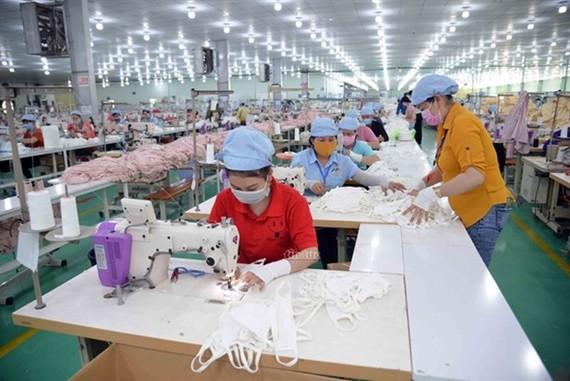 A face mask production line. (Photo: VNA)