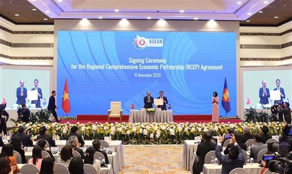 At the signing ceremony in Hanoi (Photo: VNA)