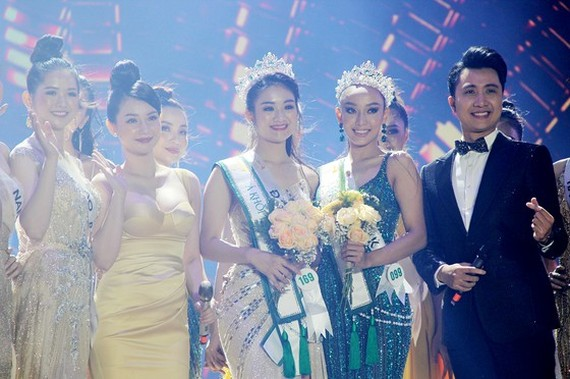 The first and second runners-up of Miss Tourism Vietnam 2020, Bui Minh Anh (L) and Ngo My Hai