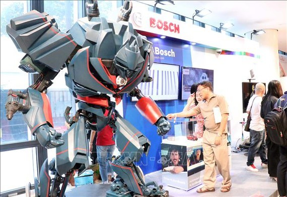 Products of the German industrial sector are displayed in the event. (Photo: VNA)