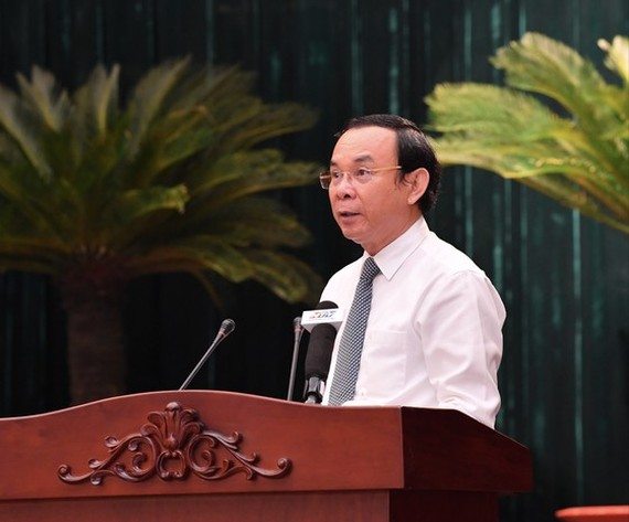 Secretary of the Party Central Committee and Secretary of the Party Committee of HCMC, Nguyen Van Nen speaks at the conference. (Photo: SGGP)