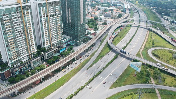 Hanoi Highway and the metro line 1 running through District 2