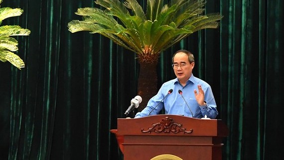 Head of Ho Chi Minh City Delegation of National Assembly Deputies, Nguyen Thien Nhan speaks at the meeting. (Photo: SGGP)