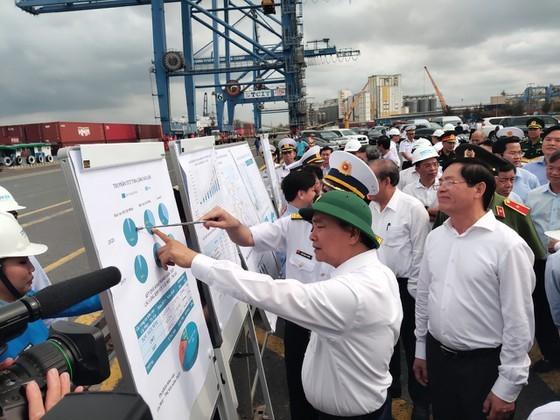 Prime Minister Nguyen Xuan Phuc visits Cai Mep international terminal (Photo: SGGP)