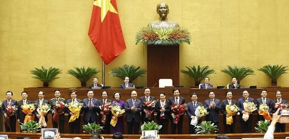 Leaders of Vietnam and the newly-appointed Government members pose for a group photo on April 8 morning (Photo: VNA)