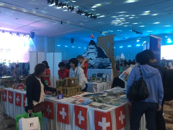 Gian hàng của TLS quán Thụy Sỹ tại hội chợ