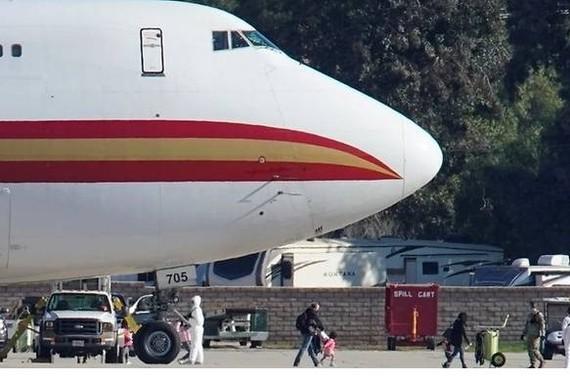 Máy bay Mỹ chuẩn bị sơ tán công dân Mỹ khỏi Vũ Hán, Trung Quốc 