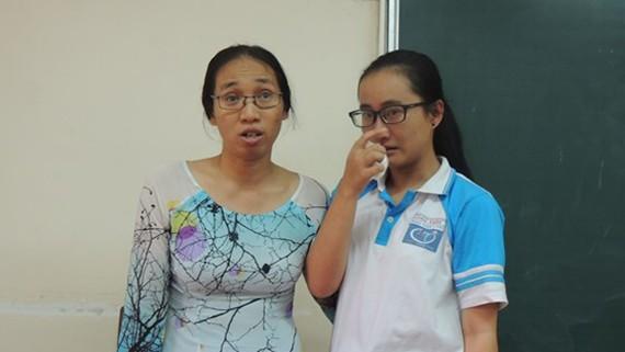 Cô giáo Trần Thị Minh Châu và học sinh Phạm Song Toàn