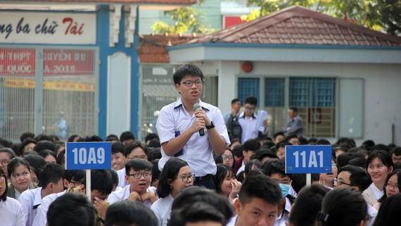 Học sinh Trường THPT Nguyễn Du tham gia buổi tư vấn Ứng xử thông minh trên mạng xã hội