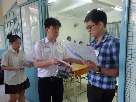 Thí sinh tham gia kỳ thi tuyển sinh lớp 10 năm học 2020-2021 tại TPHCM