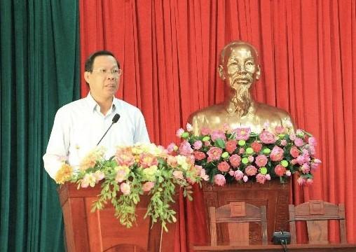 Đồng chí Phan Văn Mãi, Ủy viên Ban Chấp hành Trung ương Đảng, Bí thư Tỉnh ủy Bến Tre phát biểu khai mạc Hội nghị