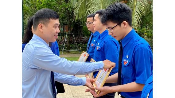 Tuyên dương cán bộ, đoàn viên trẻ tiêu biểu đoàn Khối Dân - Chính - Đảng TPHCM