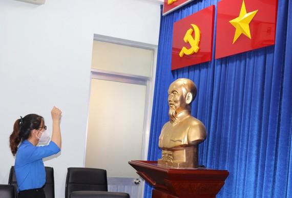 Đảng viên trẻ Lê Thị Vân tuyên thệ trong ngày vào Đảng 9-8
