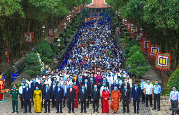 Đoàn đại biểu tham dự Lễ giỗ Quốc Tổ Hùng Vương năm Tân Sửu 2021. Ảnh: DŨNG PHƯƠNG