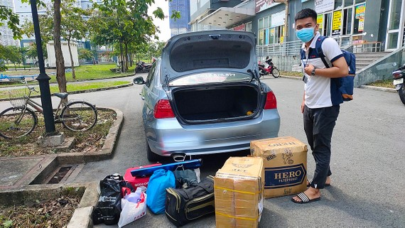 Chiếc xe nhận chở đồ miễn phí cho sinh viên ký túc xá làng Đại học Quốc gia TPHCM của anh Nguyễn Ngọc Huân