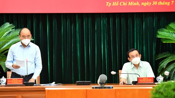 Chủ tịch nước Nguyễn Xuân Phúc phát biểu trong buổi làm việc với TPHCM. Ảnh:VIỆT DŨNG