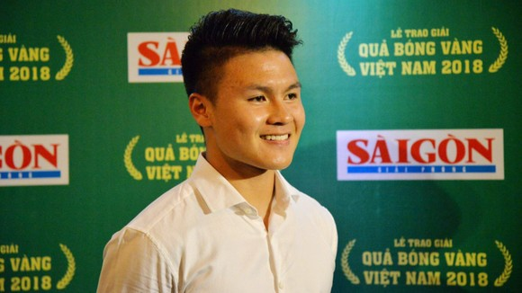Quả bóng vàng Việt Nam 2018 Nguyễn Quang Hải lọt vào tốp 10 gương mặt trẻ tiêu biểu năm 2018.