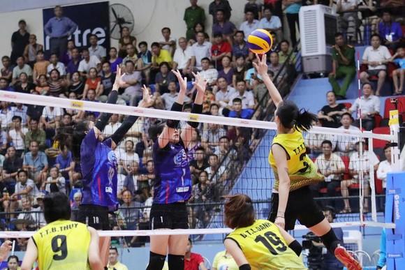 Đánh bại U.23 Thái Lan, các cô gái Việt Nam giành HCĐ châu Á ảnh 1