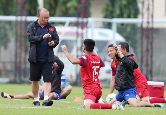 HLV Park Hang-seo tái ký hợp đồng với VFF sau trận gặp Thái Lan? ảnh 1