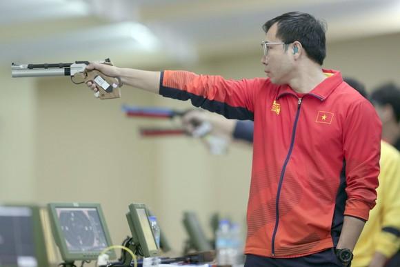 Xạ thủ Hoàng Xuân Vinh chỉ đoạt HCB nội dung từng vô địch Olympic ảnh 1