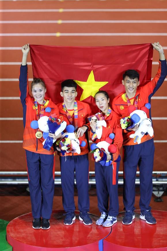 Điền kinh Việt Nam đoạt HCV 4x400m tiếp sức hỗn hợp ảnh 2