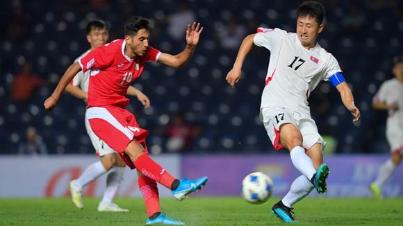 U23 Triều Tiên (phải) tự tin trước trận đấu cuối cùng gặp U23 Việt Nam.