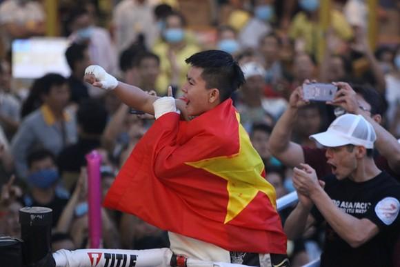 Thu Nhi trở thành nữ võ sĩ Việt Nam đầu tiên đoạt đai vô địch WBO châu Á ảnh 1