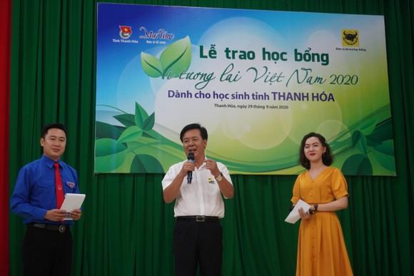 50 suất học bổng 'Vì tương lai Việt Nam' trao cho học sinh nghèo Thanh Hóa ảnh 2