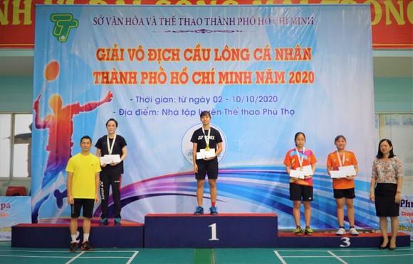 Giải Vô địch cầu lông cá nhân TPHCM 2020: Vũ Thị Anh Thư bất ngờ đánh bại đàn chị Vũ Thị Trang ảnh 1