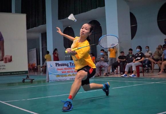 Tay vợt Vũ Thị Anh Thư bất ngờ vượt qua Vũ Thị Trang để giành ngôi vô địch đơn nữ TPHCM 2020. Ảnh: PHÚC NGUYỄN